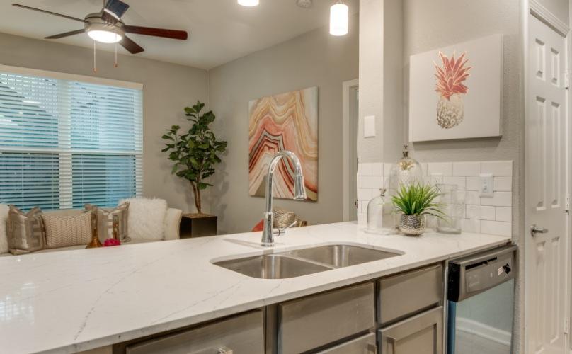 loren apartment amenities kitchen